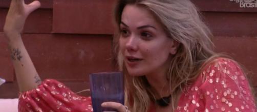 Marcela conversa com Gizelly sobre Daniel no 'BBB20'. (Reprodução/TV Globo)