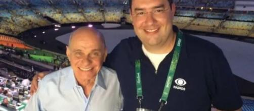 Ricardo Boechat ao lado de Eduardo Barão durante a cerimônia de abertura da Olimpíada do Rio em 2016. (Reprodução/Twitter/@radiobandnewsfm
