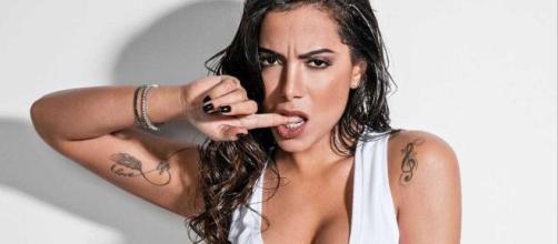 Anitta compartilha foto de mordida que levou de Lexa após noitada. (Arquivo Blasting News)