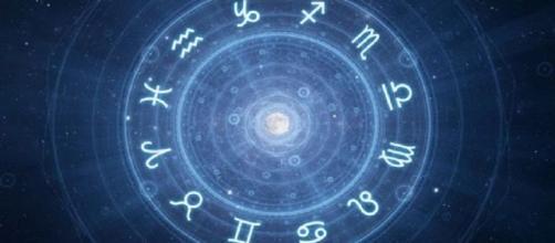 Previsioni astrologiche per il weekend di sabato 15 e domenica 16 febbraio, l'oroscopo del fine settimana.