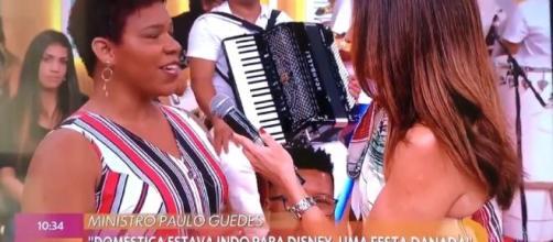 Indignada, Fátima Bernardes leva doméstica ao seu programa para rebater as falas de Paulo Guedes. (Reprodução/TV Globo)