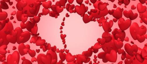 Previsioni oroscopo per la giornata di San Valentino, venerdì 14 febbraio 2020.