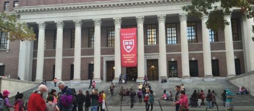 Campus e biblioteca da Universidade de Harvard. (Arquivo Blasting News)