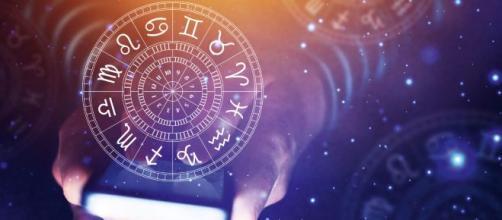 Astrologia del fine settimana 15-16 febbraio: conflitti d'amore per l'Acquario