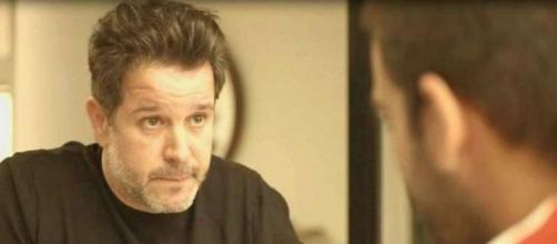 Em 'Amor de Mãe', Raul terá conversa séria com Sandro. (Reprodução/TV Globo)
