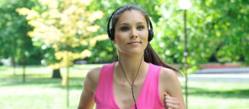 Escuchar música a un alto ritmo mientras se ejercita reduce el esfuerzo