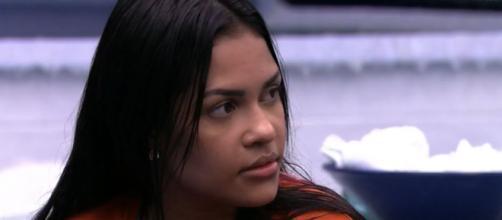 Flayslane conversa com Felipe e Lucas na cozinha. (Reprodução/TV Globo)