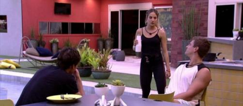 Gabi conversa com Felipe e Lucas. (Reprodução/TV Globo)