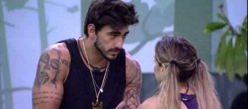 Guilherme comenta com Gabi: 'Eu não consigo votar nos meninos'. (Reprodução/TV Globo)