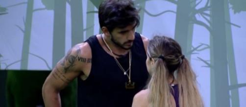 Guilherme conversa com Gabi após vencer a prova do líder no 'BBB20'. (Reprodução/TV Globo)