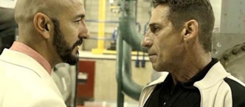 Álvaro cara a cara com Belizário em cena de 'Amor de Mãe'. (Reprodução/TV Globo)