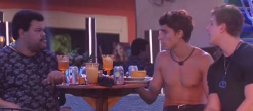 """Babu Santana em conversa com Prior e Lucas no """"BBB20"""". (Reprodução/TV Globo)"""