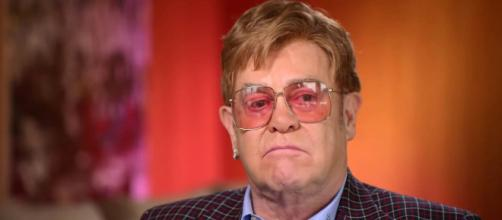 Elton John abandonou show na Nova Zelândia. (Arquivo Blasting News)
