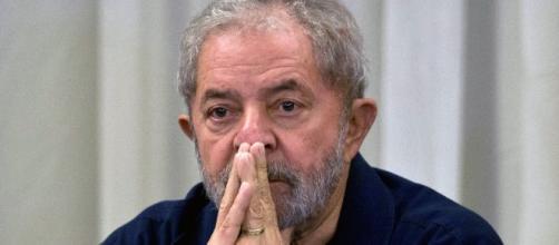 Lula viaja para Brasília para depor à Justiça e orientar a bancada petista. ( Arquivo Blasting News )