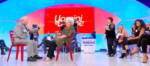 Uomini e Donne, Olga contro Romolo: 'Se non ti ho baciato fatti una domanda'