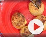 La prova del cuoco, Persegani e Raciti si sfidano nella preparazione delle cipolle - Credit: screenshot clip RaiPlay