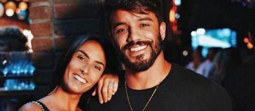 Ex-participantes que continuam namorando após reality da MTV. (Reprodução/Instagram/@claramaia_)