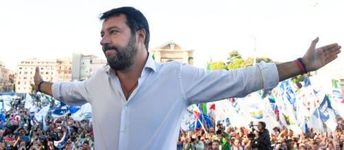 Mariano Comense, don Alberto accusato di diffamazione da Salvini.