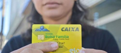 Oposição busca estender 13º do Bolsa Família a quem recebe BPC. (Arquivo Blasting News)