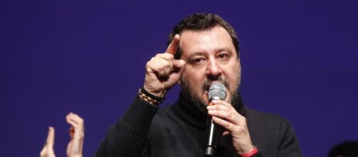Salvini affronta in modo confuso il tema dell'aborto al Congresso dell'Eur a Roma.