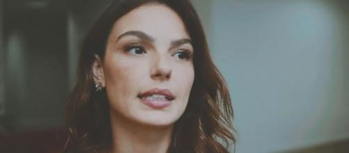 Isis Valverde reflete sobre a vida de Betina em 'Amor de Mãe'. Reprodução/TV Globo