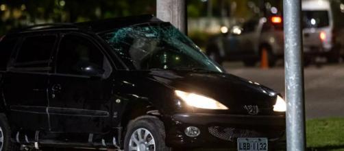 Momento em que o carro de Amanda bate e ela é morta em 'Amor de Mãe'. (Reprodução/Gshow)