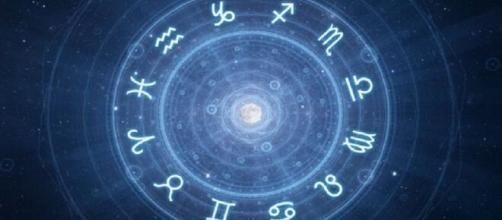 Previsioni astrologiche per tutti i segni zodiacali per la giornata di venerdì 21 febbraio, l'oroscopo del giorno.