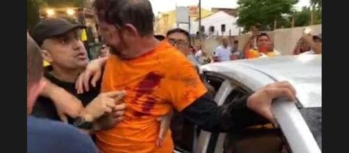 Cid Gomes é baleado ao tentar invadir batalhão da PM com retroescavadeira. (Reprodução)