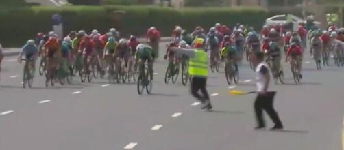 Il pericoloso arrivo della seconda tappa del Dubai Women's Tour.