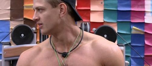 Lucas adota tom vitimista e diz ter sido eliminado por culpa de fake news. (Reprodução/TV Globo)