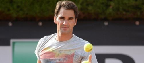 Roger Federer operato al ginocchio destro: tornerà in tempo per la stagione sull'erba