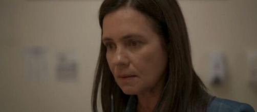 Thelma (Adriana Esteves) causará um climão com a nora nos próximos capítulos de Amor de Mãe. Reprodução/TV Globo