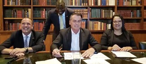 Bolsonaro critica Cid Gomes e ironiza habilitação para dirigir retroescavadeira. (Arquivo Blasting News)