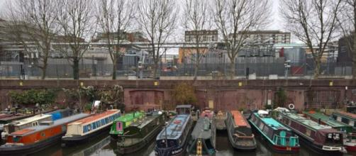 Il Regent's Canal a Londra inizia a Little Venice e termina nelle Docklands
