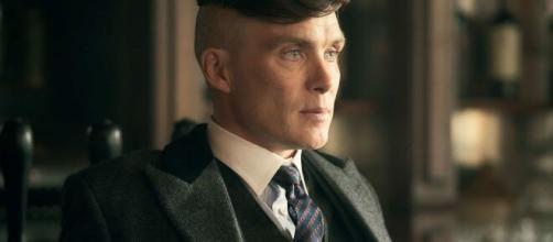 Il taglio di capelli di Thomas Shelby in Peaky Blinders.