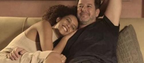 Vitória e Raul vivem clima de romance em 'Amor de Mãe'. (Reprodução/TV Globo)