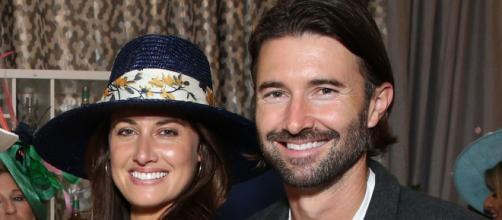 Brandon Jenner, junto a su esposa, Cayley Stoker. - pagesix.com