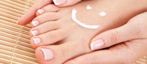 El cuidado de los pies se puede realizar con técnicas sencillas en casa. - pinterest.com