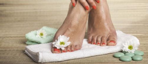 Los pies pueden mantenerse bonitos con sencillos pasos. - siken.es