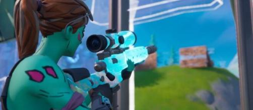 'Fortnite' guide for looting weapons. [Image Source: Comikazie/YouTube]