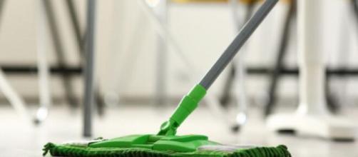 Dal 2020 stop appalti per le pulizie nelle scuole.
