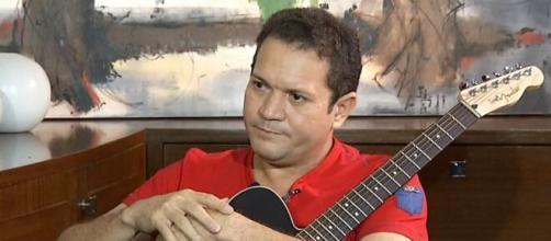 O guitarrista Ximbinha acumulou várias dívidas com empréstimos e cheques sem fundo. (Foto:Instagram/@ximbinhaoficiall)