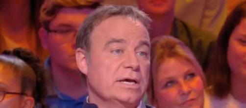 """TPMP : Fabien Lecoeuvre fait des révélations sur la chanson """"Je te promets"""" de Johnny Hallyday. Credit : C8"""