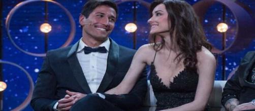 La pareja está viviendo una luna de miel llena de besos, miradas y complicidad