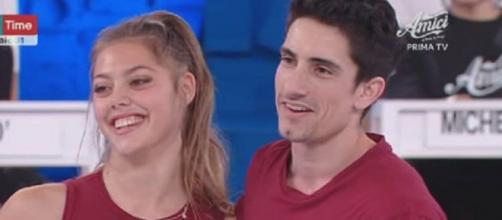 Amici 19, Javier e Talisa si baciano in casetta.