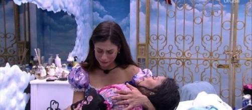 'BBB 20': Mari e Flayslane na madrugada. (Reprodução/TV Globo)