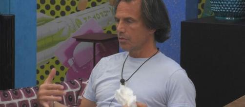 GF Vip, è scontro tra Antonio Zequila e Teresanna, lui: 'Non mi devi urlare in testa'.