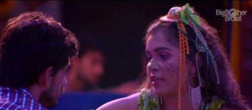 Guilherme e Gizelly conversaram muito durante a festa do Líder. (Reprodução/TV Globo)