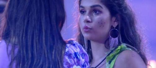 Mari e Gizelly conversam sobre paredão da semana. (Reprodução/TV Globo)