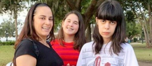 Silvia Abravanel com as filhas Amanda e Luana. (Reprodução/@silviaabravanel/Instagram).
